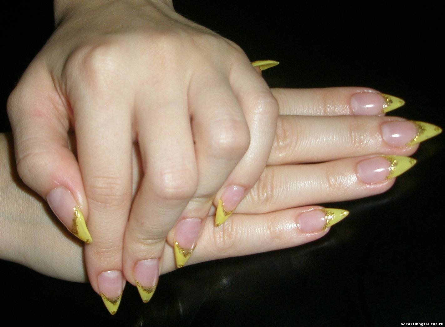 Наращивание ногтей желтый френч
